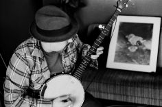 Photo of James Slay of Dumfuxx playing banjo.