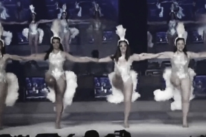 photo of Showgirls dancing