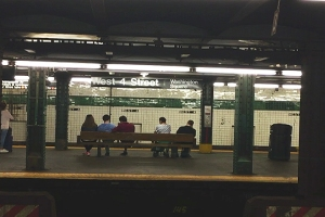 image of a NYC subwat platform